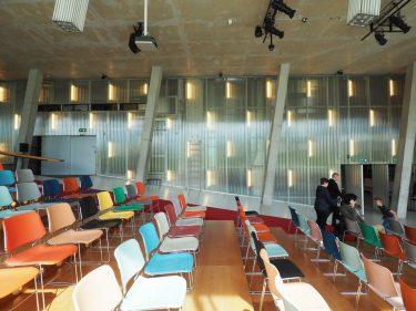 クンストハル美術館-建築界に大きな影響を与えた地形を内包する建築-